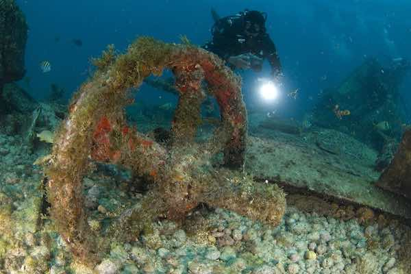 Advanced diving on wrecks